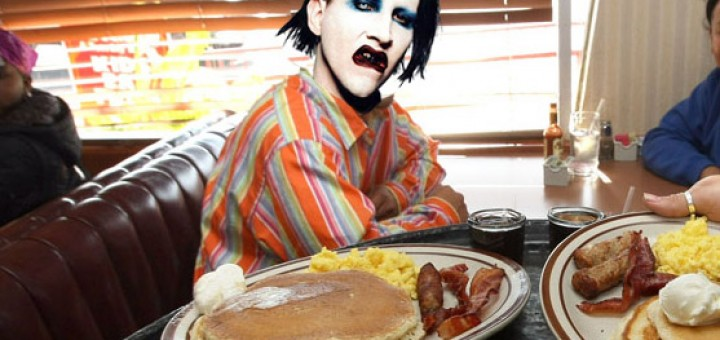 Marilyn_Manson_at_Dennys