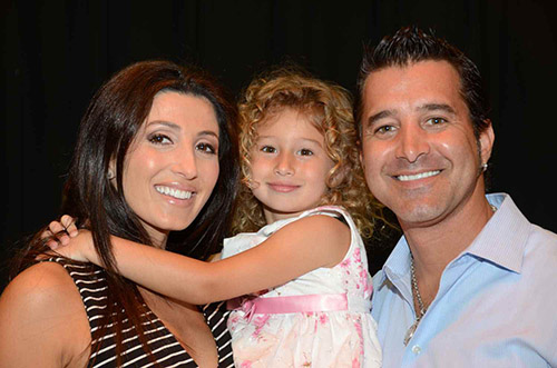Scott Stapp with his wife and kid.